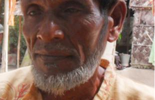 ৪২ বছর যাবত পুঁথি পাঠ করে চলেছেন ঘিওরের আওয়াল