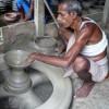 মানিকগঞ্জে নানা সংকটে হারিয়ে যাচ্ছে মৃৎশিল্প