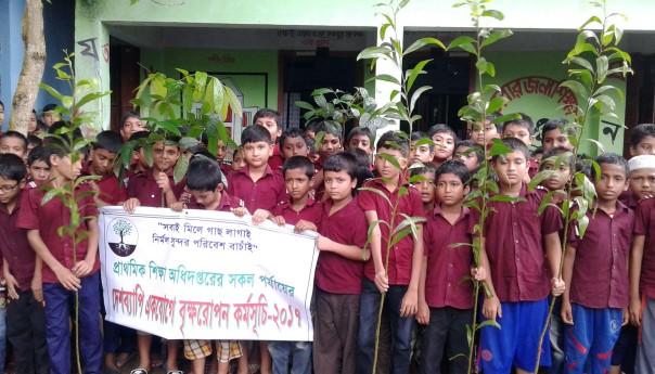 কাউখালীতে ৬৪টি প্রাথমিক বিদ্যালয়ে শিক্ষা বিভাগের বৃক্ষ রোপণ অভিযান