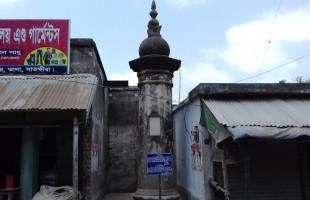 ব্রিটিশ বিরোধী আন্দোলনের স্মৃতি বহন করে দরবার স্তম্ভ