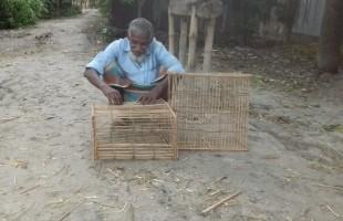মাছ ধরার ফাঁদ 'খাদুন' তৈরি আব্দুল গফুরের পেশা