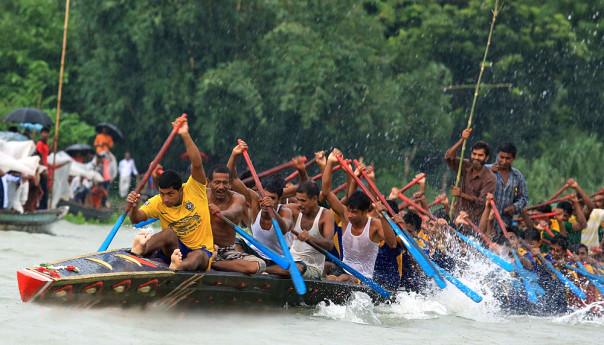 """জৌলুস হারাচ্ছে বাঙালির হাজার বছরের ঐতিহ্যের """"নৌকা বাইচ"""""""