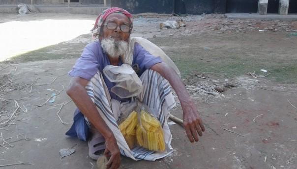 শতবর্ষী মোসলেম প্রাং হাত পাতেন না কারো কাছে