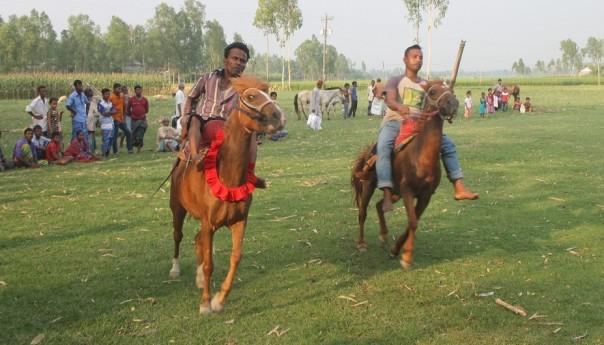 ঘিওরে ঐতিহ্যবাহী ঘোড়দৌড় প্রতিযোগিতা অনুষ্ঠিত