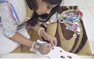 কপালের টিপে বাঙালির সংস্কৃতি আঁকেন প্রিয়াংকা