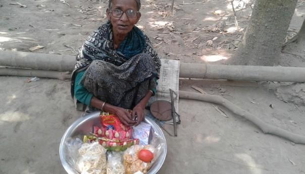 কারও বোঝা হতে চাই না-মনি হালদার