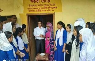 তানোরে বিদ্যালয়ে 'সততা স্টোর' চালু