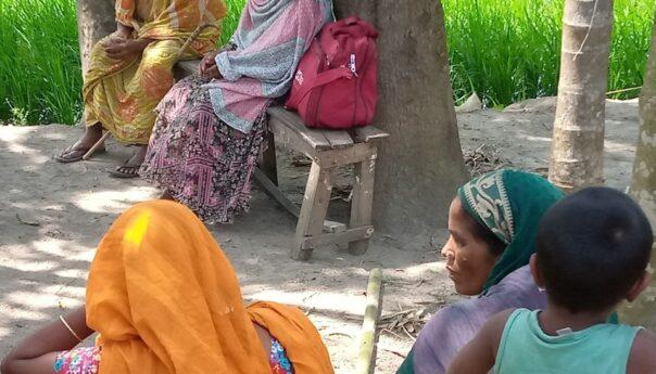 গ্রামীণ নারীদের সচেতনতায় অবিরাম কাজ করে যাচ্ছেন পিংকি আক্তার