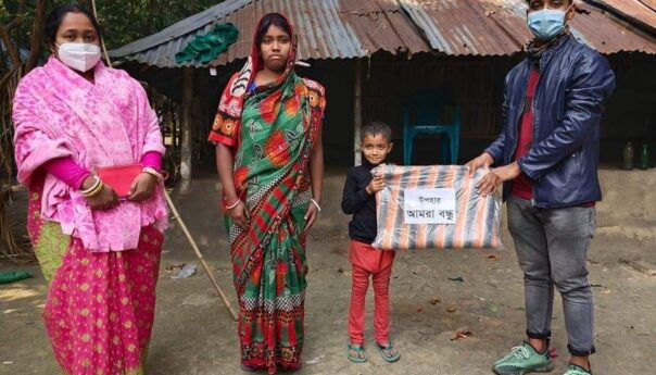 তালায় আমরা বন্ধু'র সংগঠনের শীতবস্ত্র উপহার বিতরণ